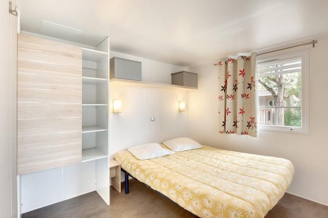 chambre lit double mobil home pour 6 personnes
