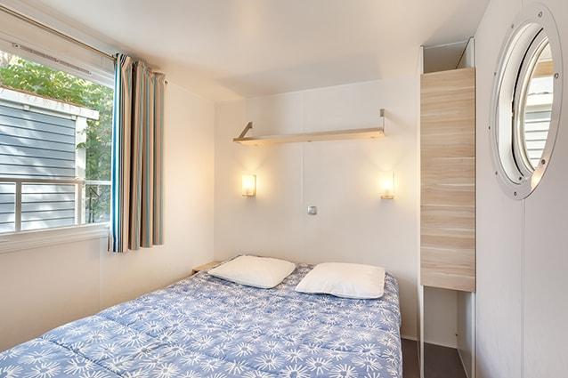 chambre lit double mobil home les embruns