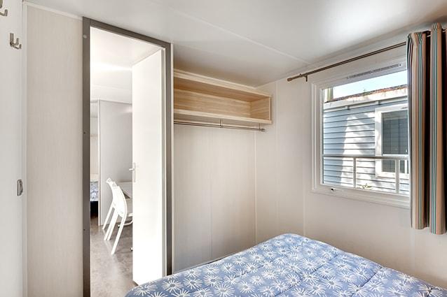 chambre lit double mobil home les embruns 2