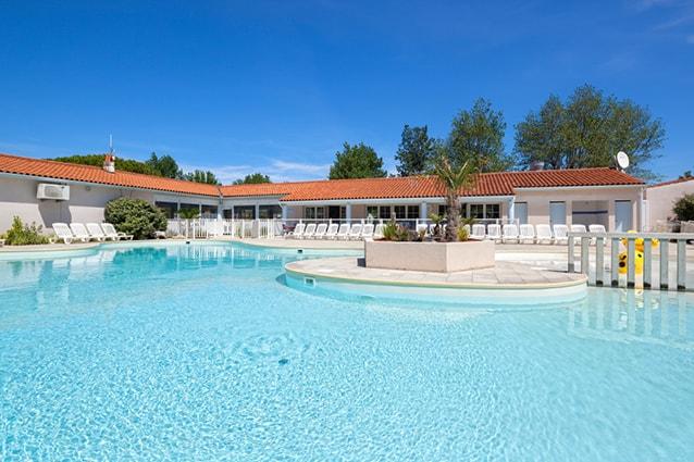 piscine du camping proche la rochelle