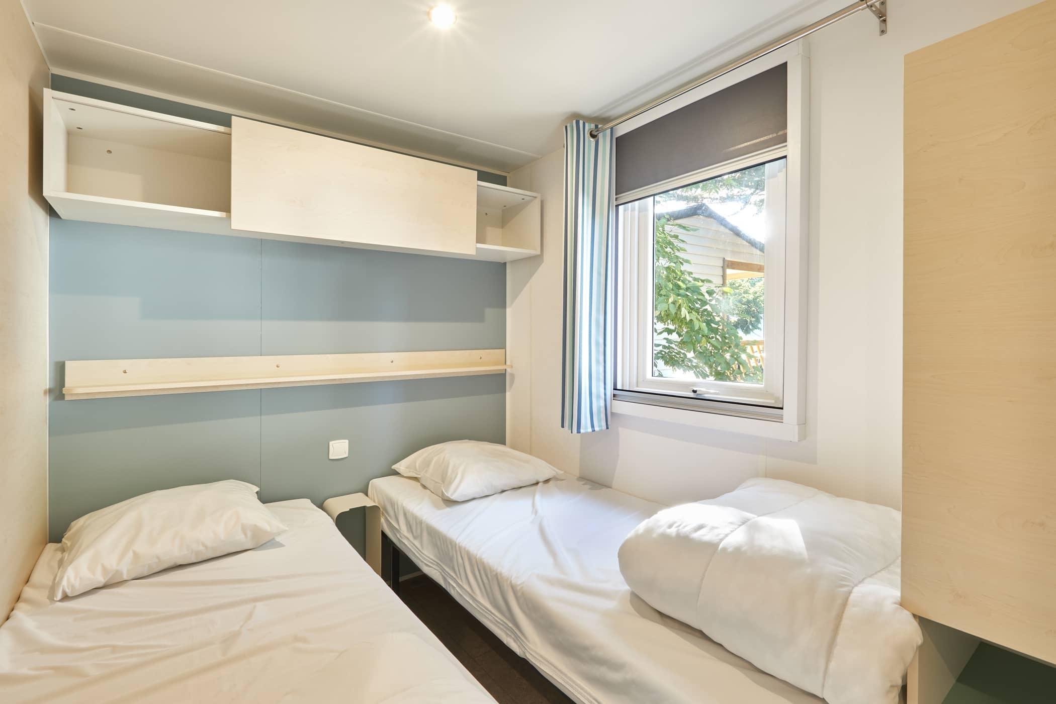 chambre lits jumeaux camping bord de mer