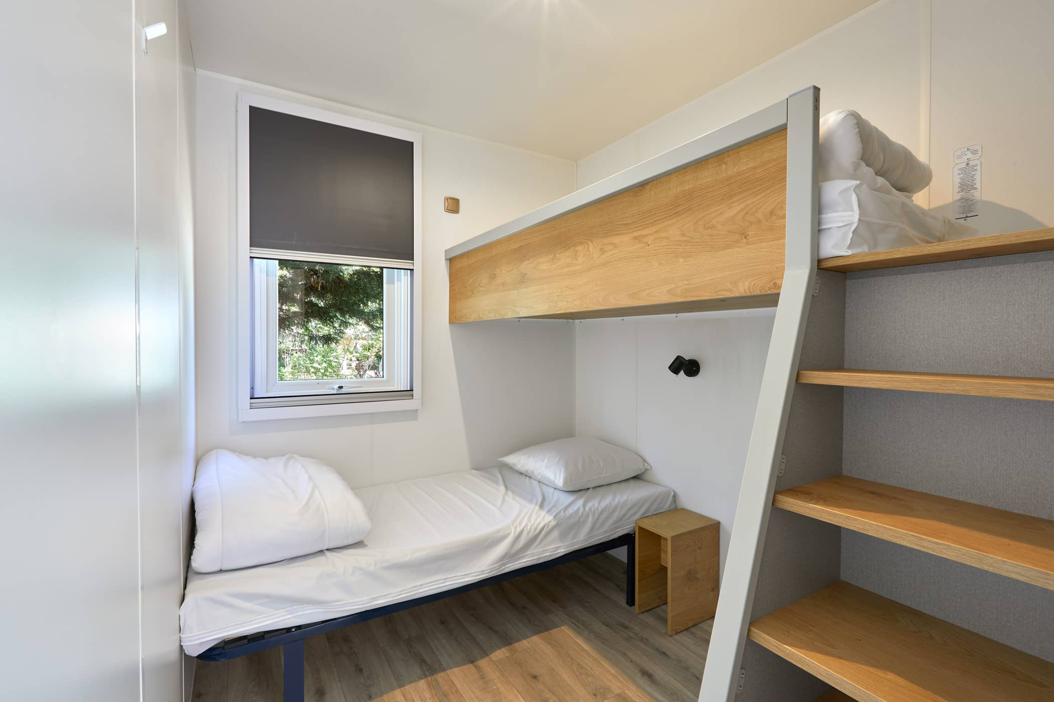 mobil-home chambre lit camping 17