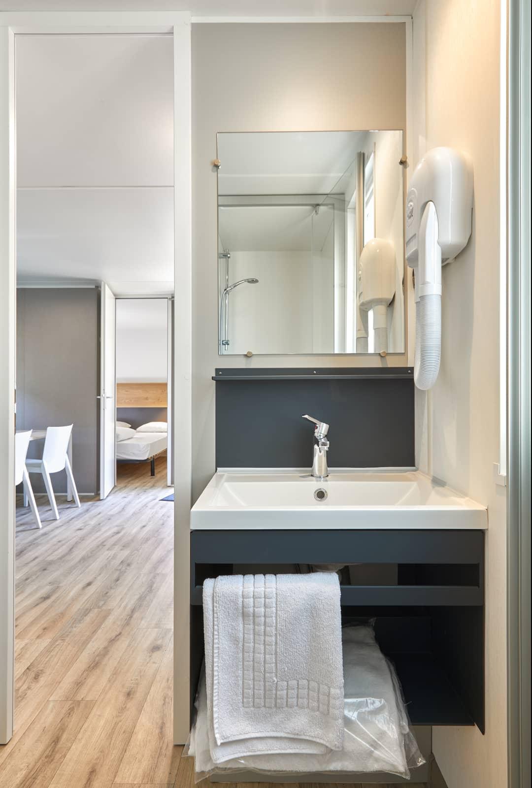 salle  de douche location mobil-home Charente Maritime